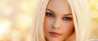 Очень красивая блондинка на картинке
